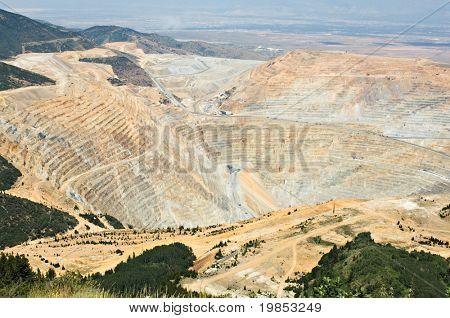 ein mehr als zwei Meilen weit offen Pit Mine von oben gesehen