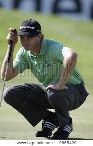 South African Retief Goosen lines up a putt at the PGA European Tour BMW Open Golf Munich Germany 19 - 22 June 2008 at the Golf Club Munchen Eichenried