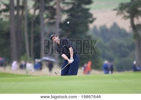 GLENEAGLES SCOTLAND AUGUST 31, David Howell chips onto the 18th green to take 3rd place in the Johnnie Walker Classic PGA European Tour golf tournament at Gleneagles Perthshire Scotland