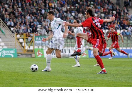 KAPOSVAR, HUNGARY - MAY 5: Andre Alves (L) in action at a Hungarian National Championship soccer game Kaposvar vs Budapest Honved May 5, 2008 in Kaposvar, Hungary.