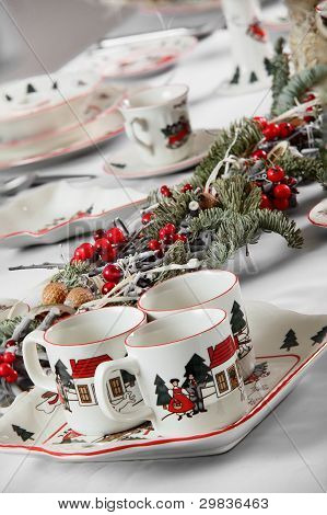 brand new hollyday dishes