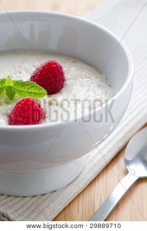 Porridge with raspberry