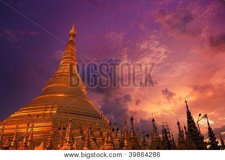 Golden Shwedagon Paya, Yangon, Myanmar