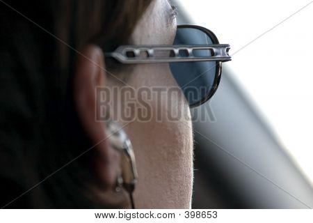 auf einer Fahrt mit einem Headset auf Frau hautnah