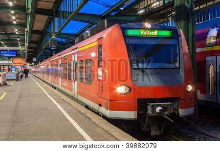 s-elektrische Bahn am Bahnhof Stuttgart. Deutschland Baden w�rttemberg