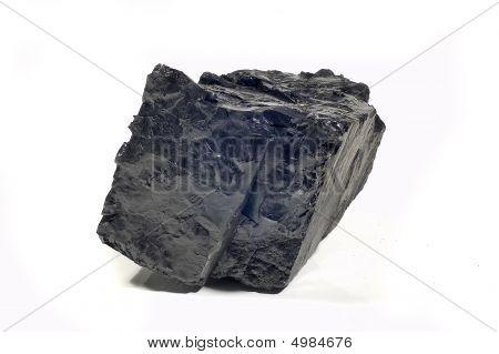 Carbón en fondo blanco aislado