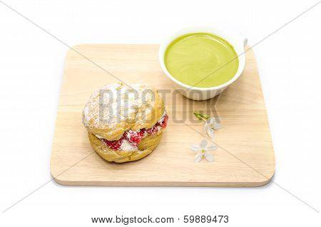 strawberry chou cream and green tea