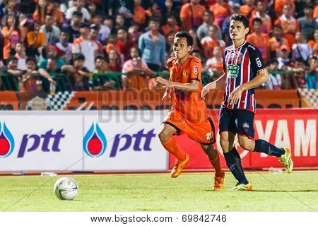Sisaket Thailand-august 3: Tatree Seeha Of Sisaket Fc. (orange) In Action During Thai Premier League