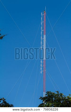 Radio antenna for broadcasting