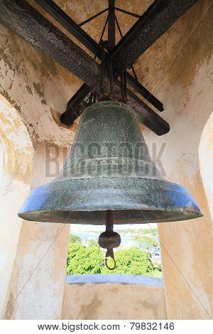 Bell in the castillo de la Real Fuerza.