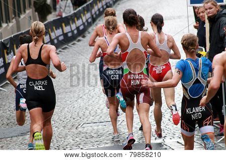 Clarke, Frintova, Kovacs, Klamer - Running