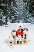 pic of sled-dog  - Beautiful woman with green eyes - JPG