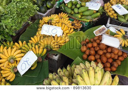 Tropicals fruits in Thai market with prices in local Baht currency.