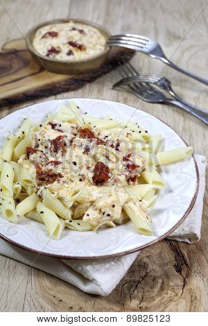 Pasta With Cream Sauce And Sun-dried Tomatoes