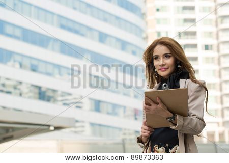 Business woman calling to connect with customer for discuss his business