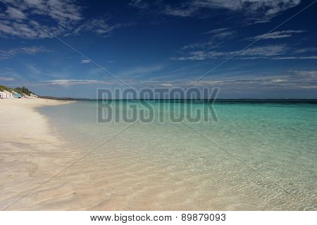Pristine beach and turquois ocean at Ningaloo reef