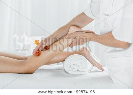 Legs Massage For Better Circulation