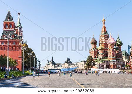 Vasilevsky Descent And Red Square In Moscoq