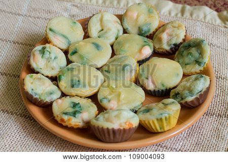 Muffin with salmon, spinach and cheese