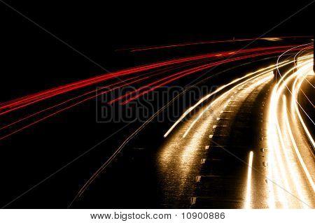 Scheinwerfer Streifen auf Autobahn