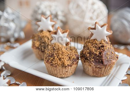 Gingerbread Cupcakes with cinnamon star cookies