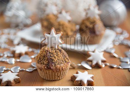 Gingerbread Cupcakes with cinnamon star cookies