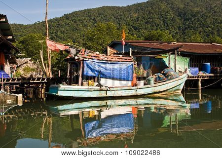 Huts And Colorful  Fisherboats At The Mangrove Everglades In A Small Fishermans Village