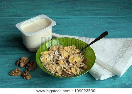 Muesli and yogurt.