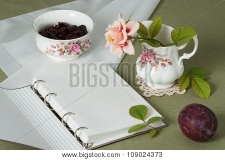 Jar and Bowl Of Fine Bone China. Traditional English Style. Blan