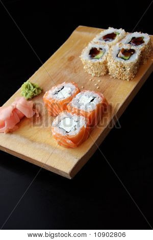 Philadelphia maki sushi