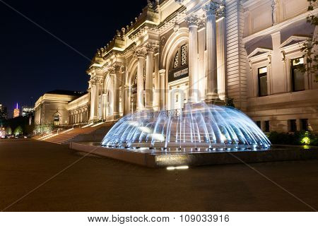 Water In Movement In Front Of The Met