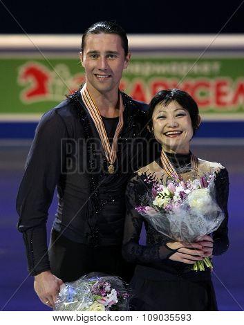 Yuko Kavaguti / Alexander Smirnov Pose With Gold Medals