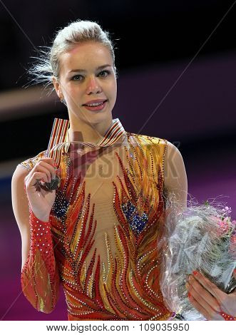 Anna Pogorilaya Poses With Bronze Medal