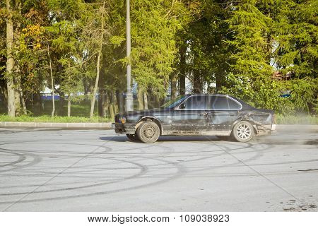 Old-car Bmw 5-series E34 Drifting