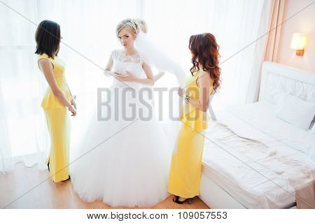 Gentle Blonde  Bride With Bridesmaids At Yellow Dress