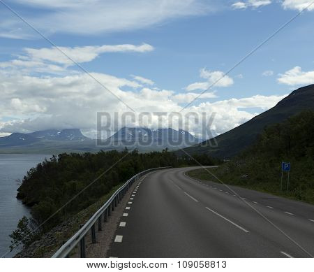 Road to Lapporten in the summer