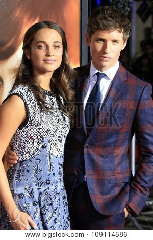 LOS ANGELES - NOV 21:  Alicia Vikander, Eddie Redmayne at the