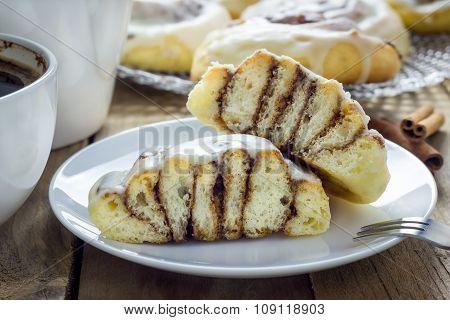 Homemade Cinnabons Cinnamon Rolls With Cream Cheese Glaze