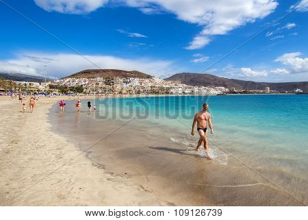 People relaxing on the Las Americas beach