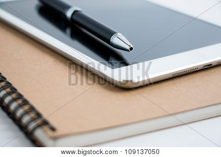 Put a pen on tablet and notebook. Stop to work close and shutdown everything