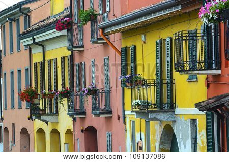 Pavia (italy): Colorful Houses