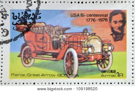 OMAN - CIRCA 1976: A stamp printed in State of Oman shows a american car Pierce great arrow 1905 USA