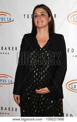 LOS ANGELES - NOV 20:  Shiri Appleby at the 13th Annual Lupus LA Hollywood Bag Ladies Luncheon at the Beverly Hilton Hotel on November 20, 2015 in Beverly Hills, CA