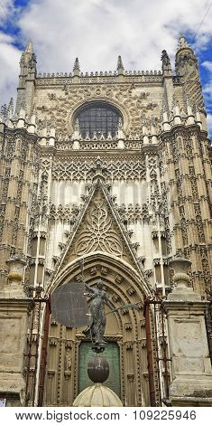 Statuette in front of the main entrance to the Cathedral Seville