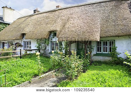 Houses with thatched roof of first half nineteenth century in Adare