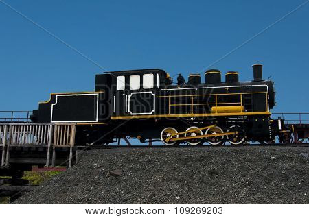Monuments Train