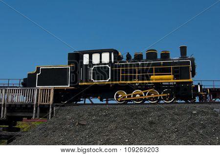 Monuments Train