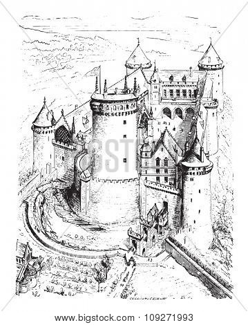 Isometric view of Coucy castle, vintage engraved illustration. Industrial encyclopedia E.-O. Lami - 1875.