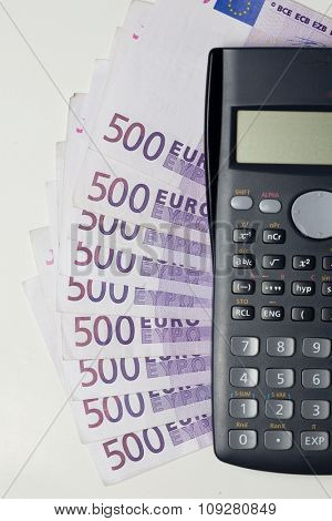 Nine bank notes of five hundred euros and calculator