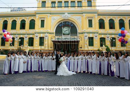 Crowded, Saigon Central Post Office, Student, Bride, Traveller